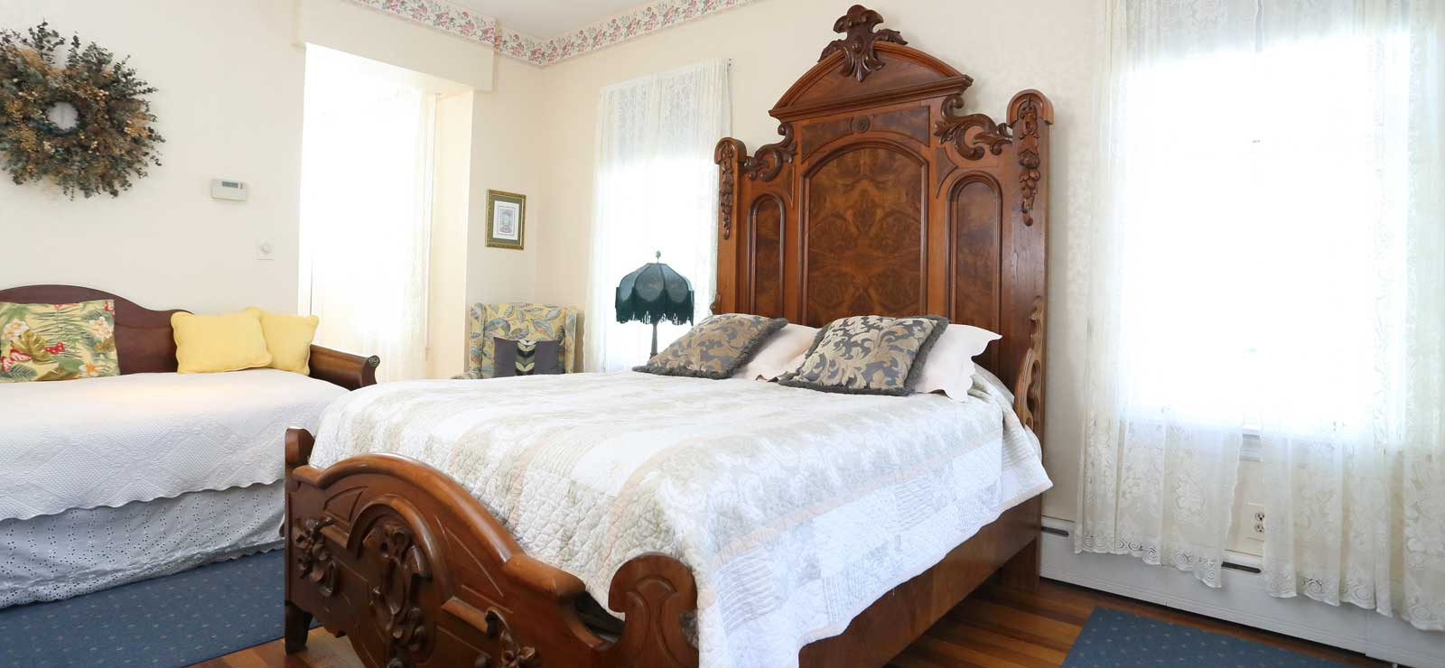 Beauclaires SuiteQueen and Twin Bed • Private Bath with Jacuzzi & Shower • 2nd Floor